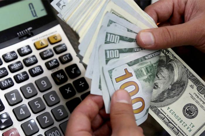 Dólar arranca la semana superando los 20 pesos a la venta