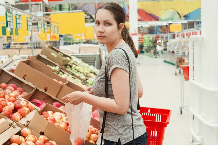 the girl with the plastic bag in the supermarket