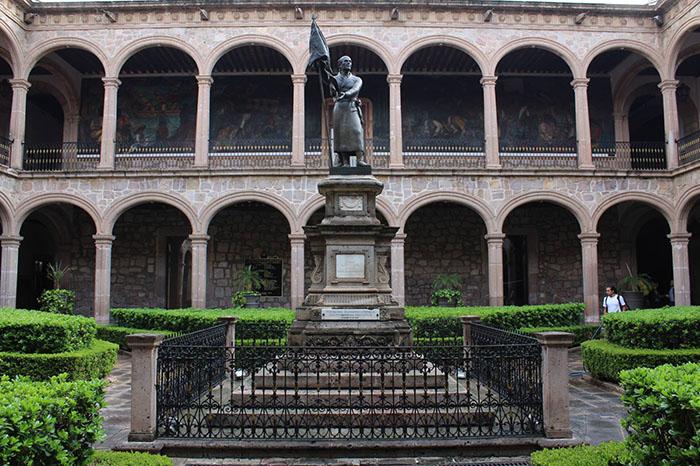 La Universidad Michoacana será rescatada con recursos adicionales que enviará Hacienda para instituciones en crisis