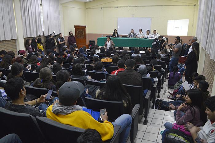 En la preparatoria 4, autoridades ofrecieron una charla sobre la necesidad de combatir la narco cultura