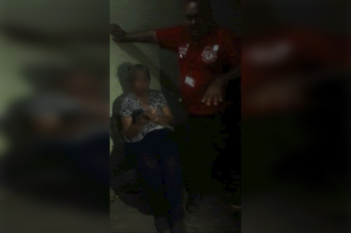 Un sujeto bajo los efectos de las bebidas embriagantes golpeó a su propia madre y fue detenido por la Policía Michoacán, gracias a la denuncia de los vecinos