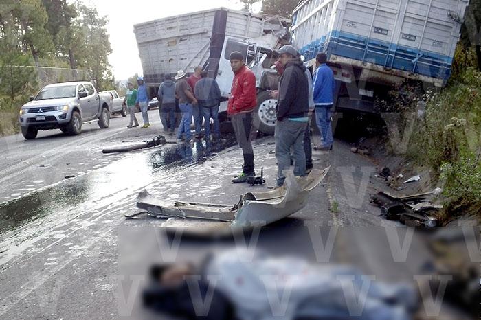LOS REYES Chocan de frente dos camiones_ un muerto y tres lesionados, el saldo (2)