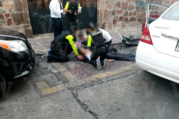 MORELIA Taxista sufre fatal paro cardíaco y choca en el centro de Morelia