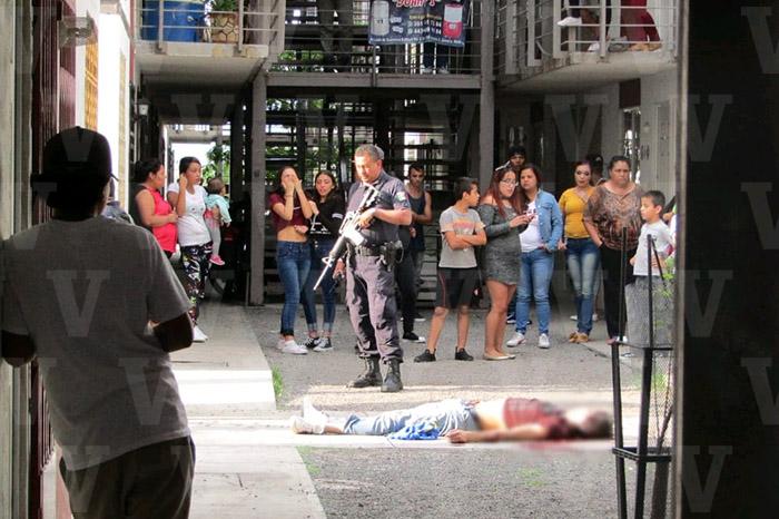 ZAMORA Joven es ultimado a tiros en el Fraccionamiento Acanto II
