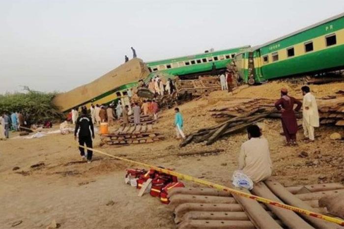 choque de trenes en pakistan